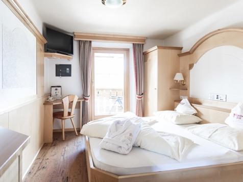 "Doppelzimmer mit Balkon "" Arlui"" -1"