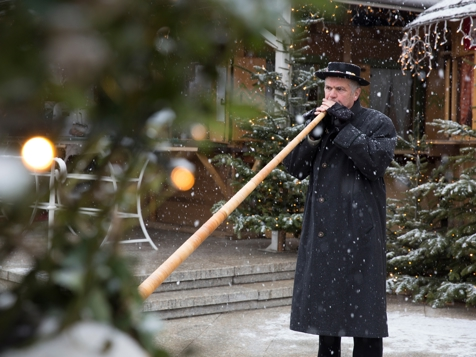 Alphorn player at the Christmas market in Meran