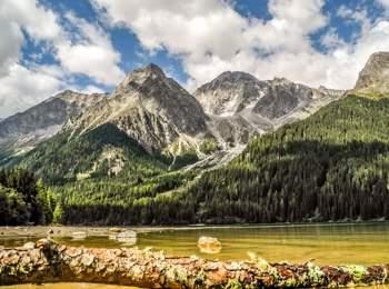 Am Ufer des Antholzer Sees
