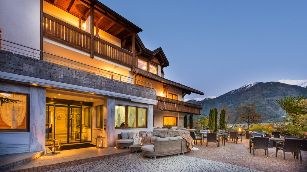 Apparthotel fux in schlanders vinschgau for Design hotel vinschgau