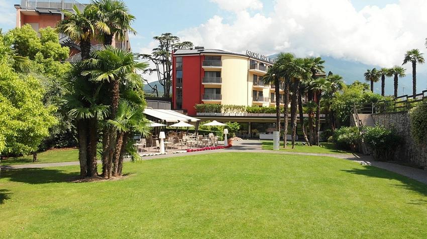 Astoria park hotel spa resort riva del garda vacanze - Hotel con piscina coperta riva del garda ...