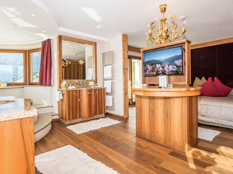 Dolomites Royal Suite -1