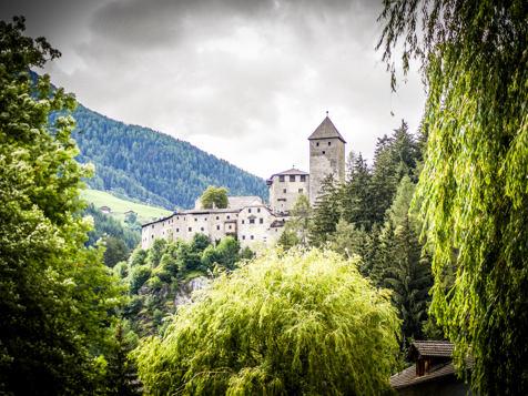 Blick auf Burg Taufers