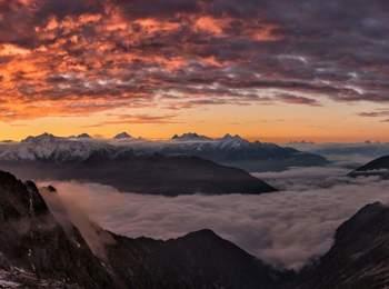 Blick auf das Tauferer Tal bei Sonnenaufgang