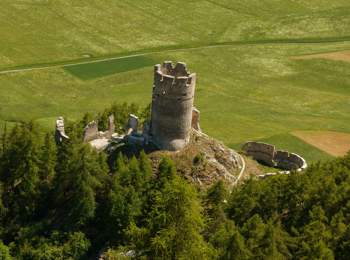 Castel Rotund a Tubre in Val Monastero