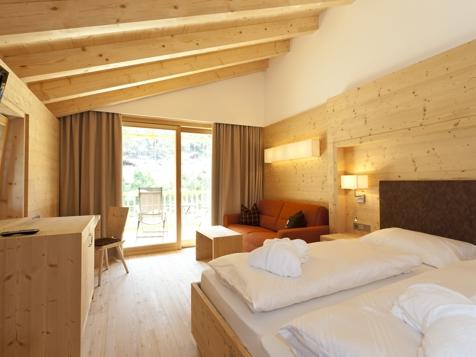 Doppelzimmer/Familienzimmer Bergblick mit Balkon-1