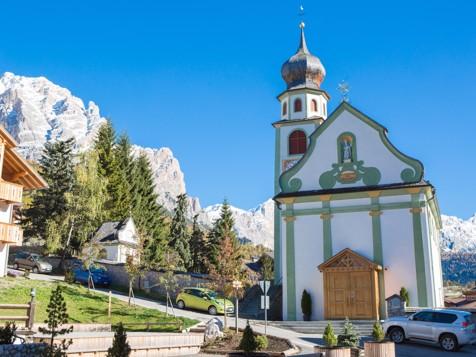 Dorfkirche in St. Kassian