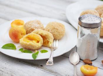 Dumplings with apricots