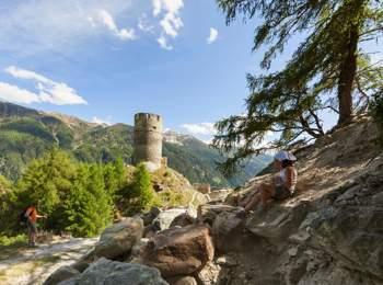 Escursione alle rovine di Castel Rotund