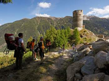 Escursione per famigòie alla rovina di Castel Rotund