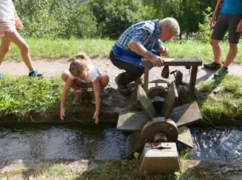 Familienwanderung auf dem Tscharser Waalweg