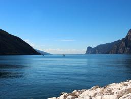 Fare surf sul Lago di Garda