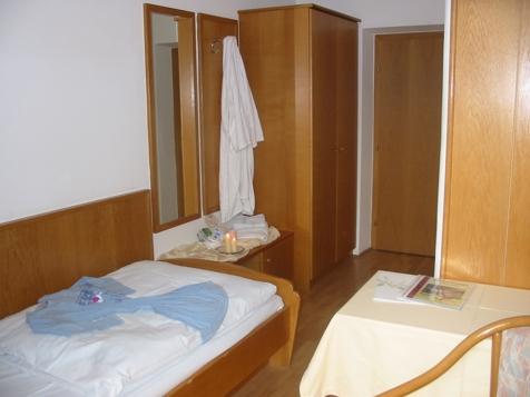 Einbettzimmer-3