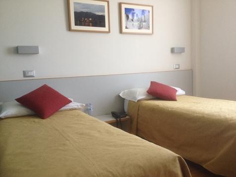 Zimmer mit zwei getrennten Betten-1