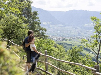 """Herrschaftsweg"" path Dorf Tirol/Tirolo"