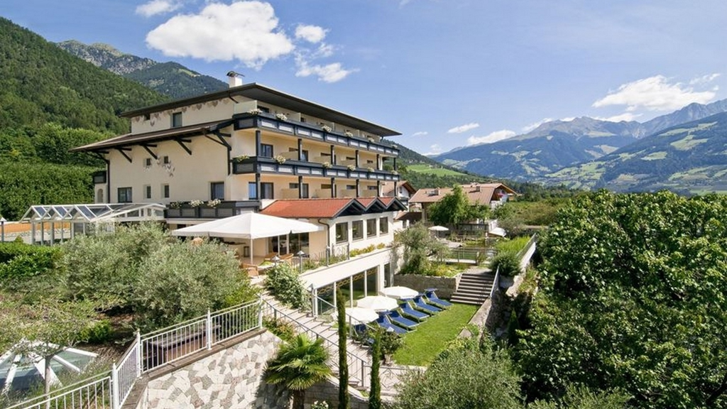 Hotel alpentirolis in dorf tirol meran und umgebung for Design hotel meran und umgebung