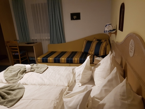 Dreibettzimmer Standard-1