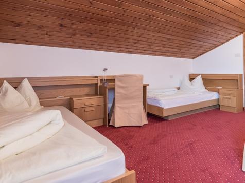 Doppelzimmer mit getrennten Betten-1
