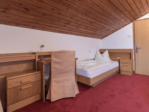 Doppelzimmer mit getrennten Betten-3
