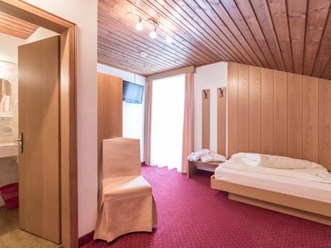 Doppelzimmer mit getrennten Betten-4