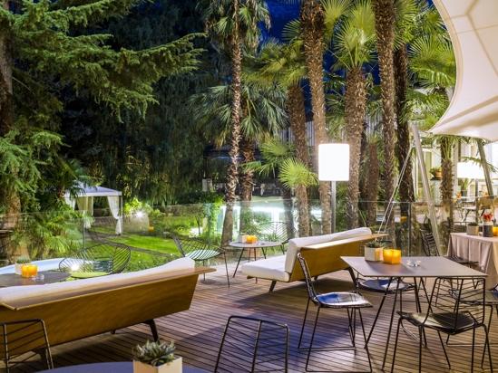 Garda, immerso in un giardino dell'800, varie tipologie di soggiorno ...