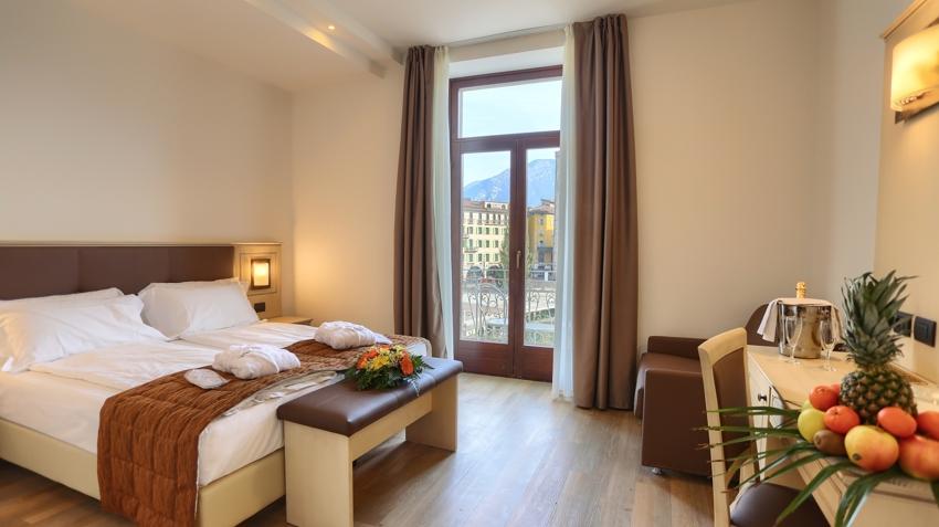 Hotel europa skypool panorama a riva del garda for Turco arredamenti offerte