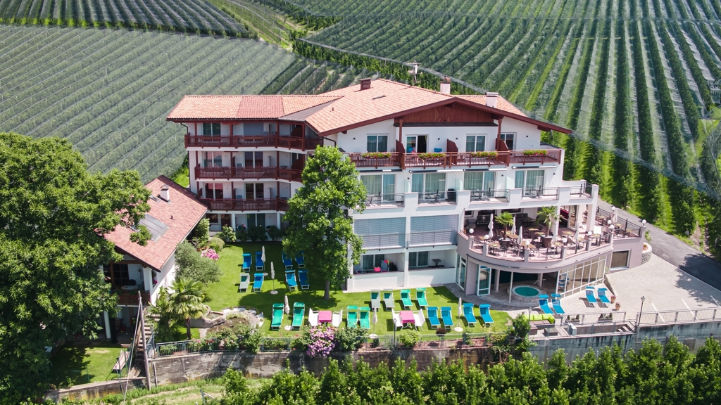 Hotel meinhardt in schenna meran und umgebung www for Design hotel meran und umgebung