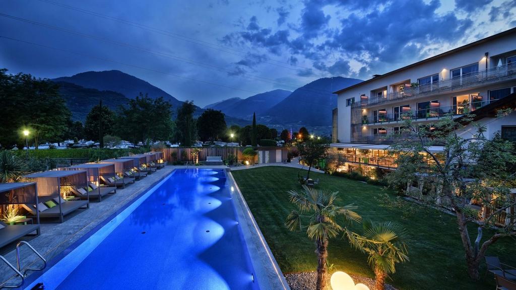 Hotel pfeiss in lana meran und umgebung for Design hotel meran und umgebung