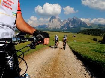 In bici sull'Alpe di Siusi