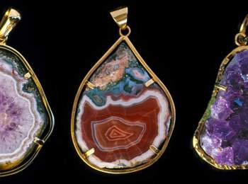 Jewellery made of agates from Teis