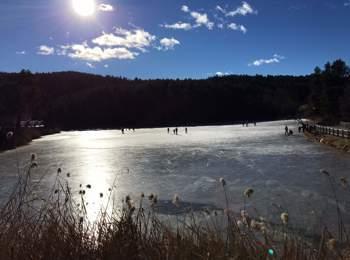 Lago di Costalovara in inverno