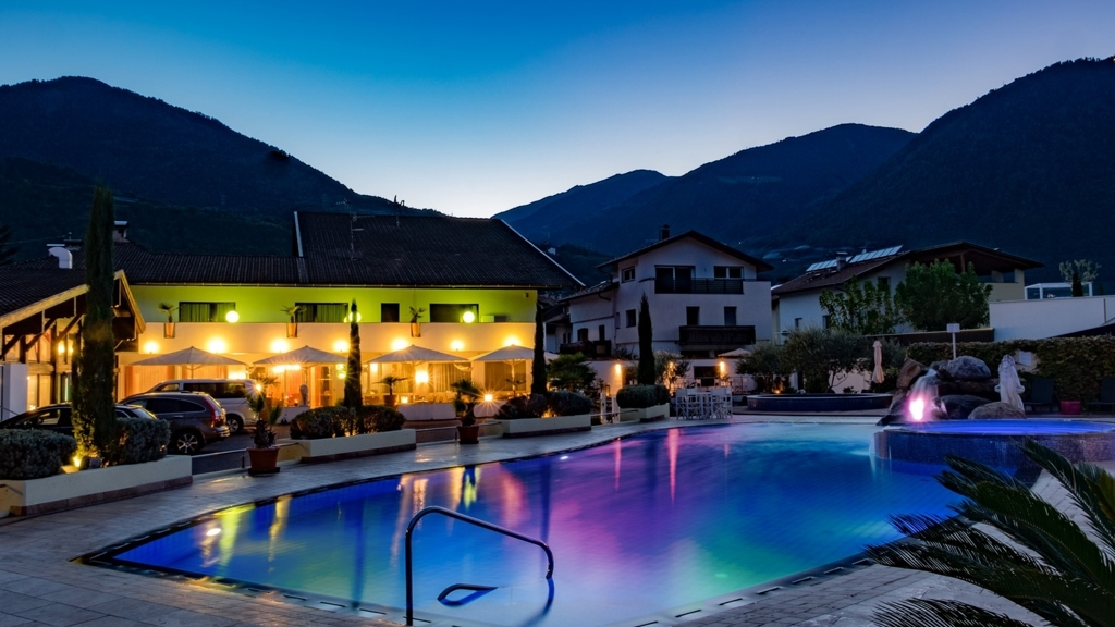 Luxury Camping Schlosshof Resort
