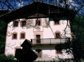 Malerhaus im Herbst