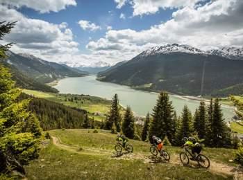 Mountain bike al lago di Resia