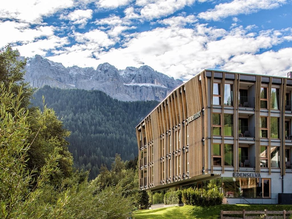 Mountain design hotel eden selva in wolkenstein book the for Design hotel suedtirol