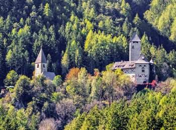 Neuhaus Castle near Gais