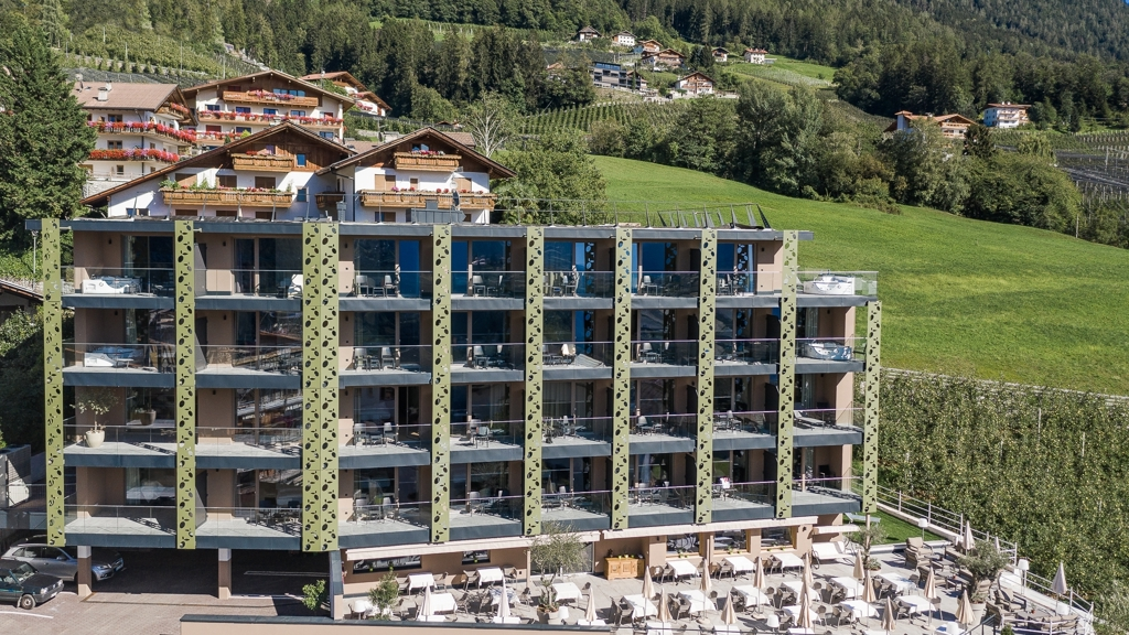 Oliven genuss hotel hirzer in schenna meran und for Design hotel meran und umgebung
