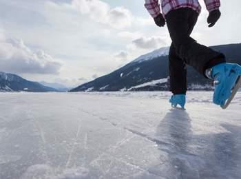 Pattinaggio su ghiaccio nell'Alta Val Venosta