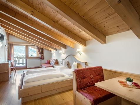 Superior Zimmer für 3 - 5 Personen mit Balkon-2