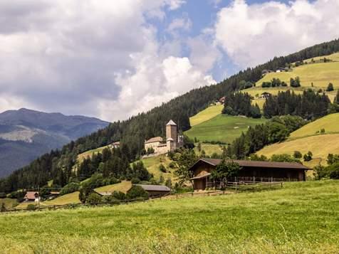 Sarntal - Ausblick auf Burg Reinegg