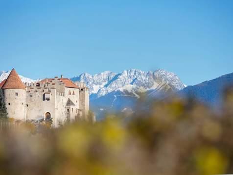 Schloss Kastelbell im Herbst