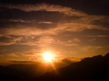 Sorgere del sole alla montagna