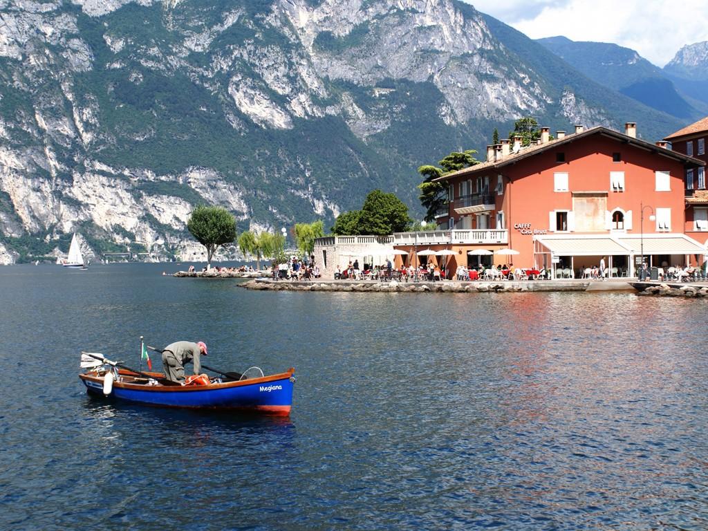 Vacanze a nago torbole scopri il lago di garda for Ville sul lago di garda affitto