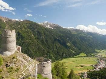 Vista da Castel Rotund su Tubre in Val Monastero