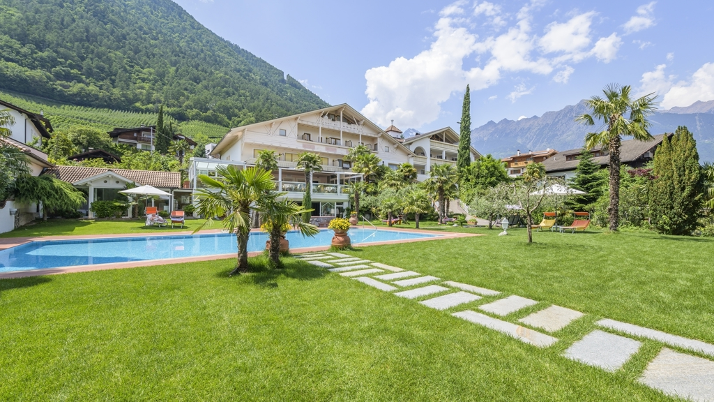 Wellnesshotel glanzhof residence in marling meran und for Design hotel meran und umgebung
